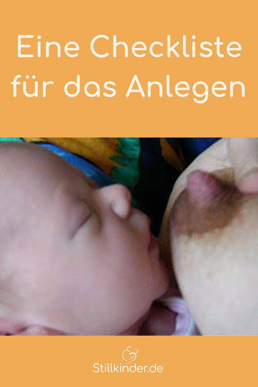 Die Brustwarze mit dem Daumen vom Baby wegrichten