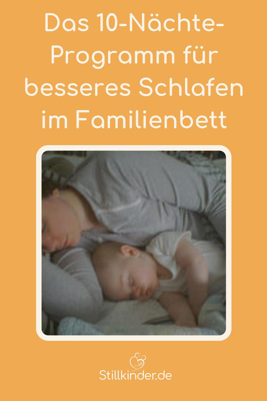 Mutter und Baby schlafen im Familienbett