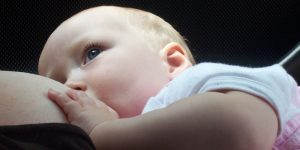 Zu viel Muttermilch – was tun?