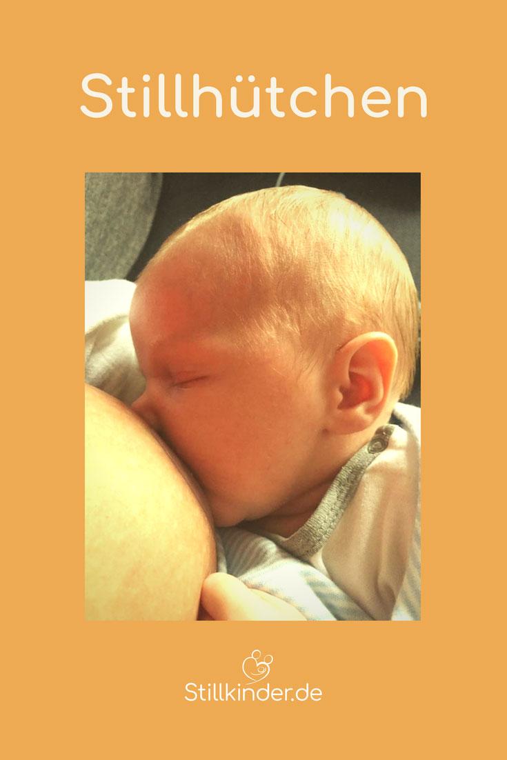 Mit Stillhütchen angelegtes Baby an der Brust