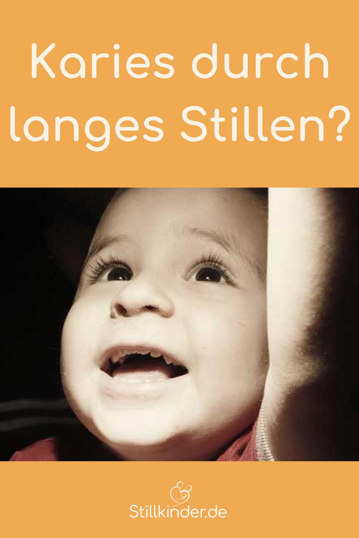 Ein Kleinkind mit Milchzähnen