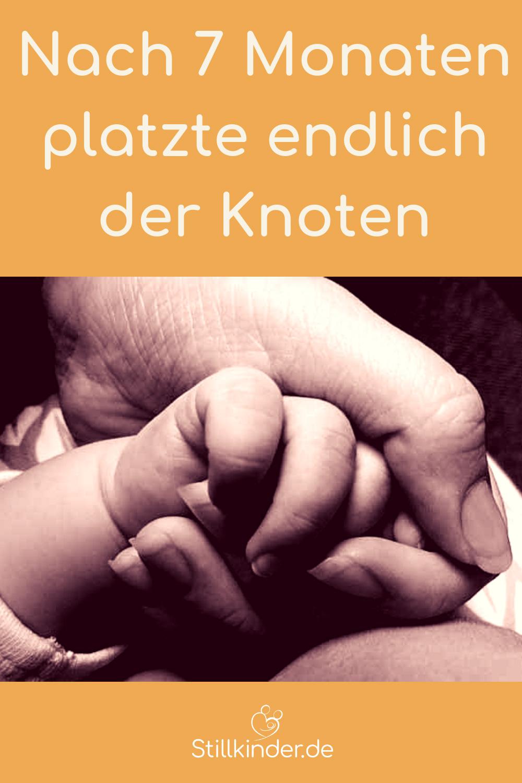 Große Hand hält Babyhand