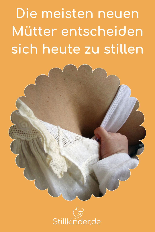 Ein Baby wird gestillt