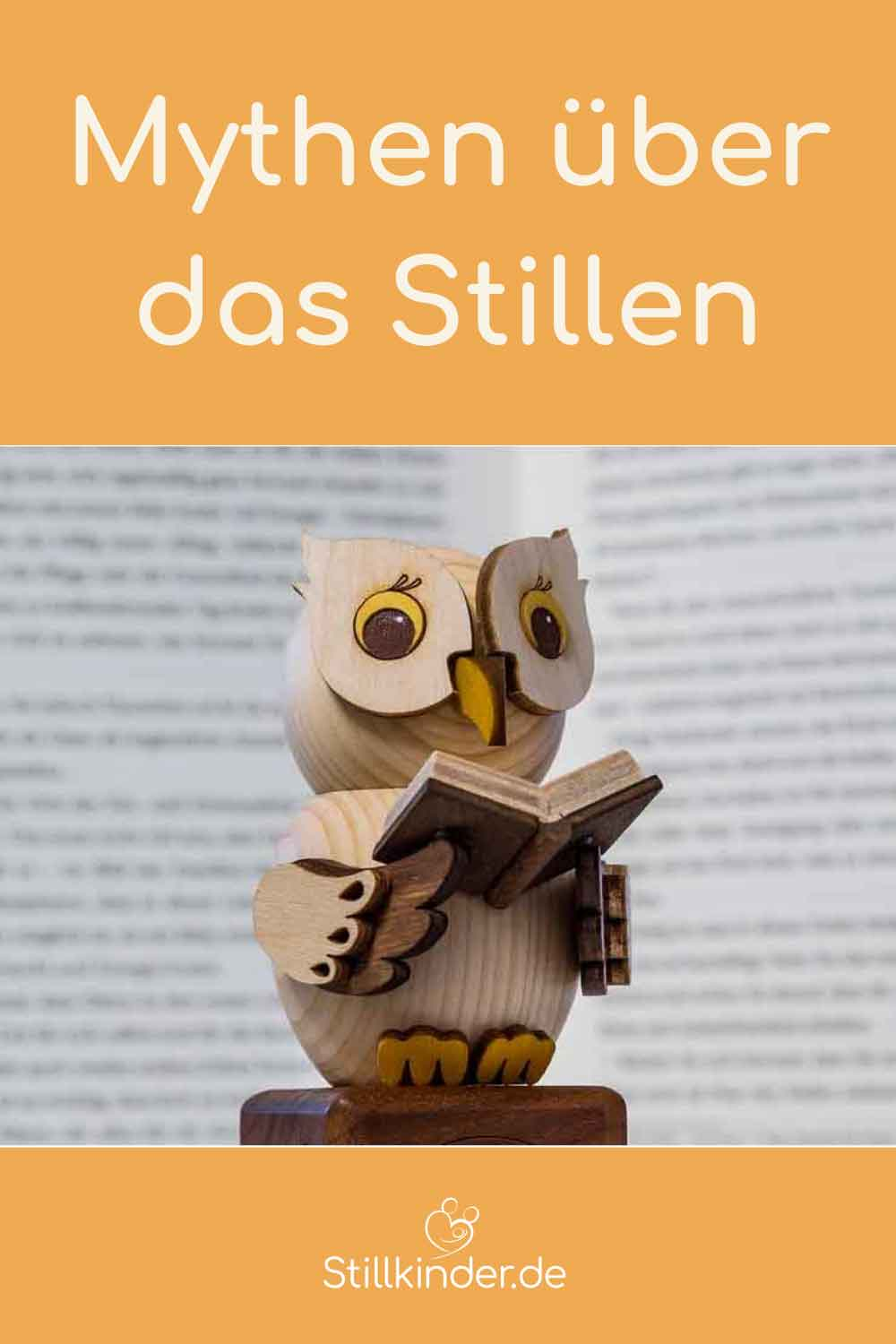 Holzeule mit Buch