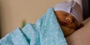 Warum und wie Babys schlafen