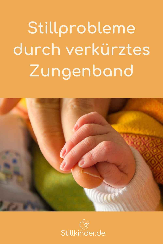 Baby hält Mamas Hand fest