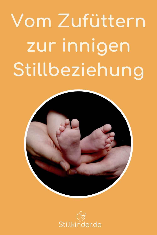 Babyfüße in Elternhänden