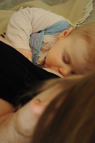 Einschlafen an der Brust
