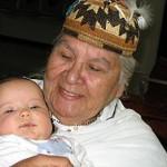 Ihr Enkelkind wird gestillt