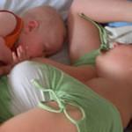 Einige Babys sind beim Stillen sehr unruhig