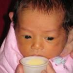Das Baby ernähren, wenn das Stillen noch nicht klappt
