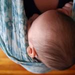 Babys tragen mit Tragehilfen
